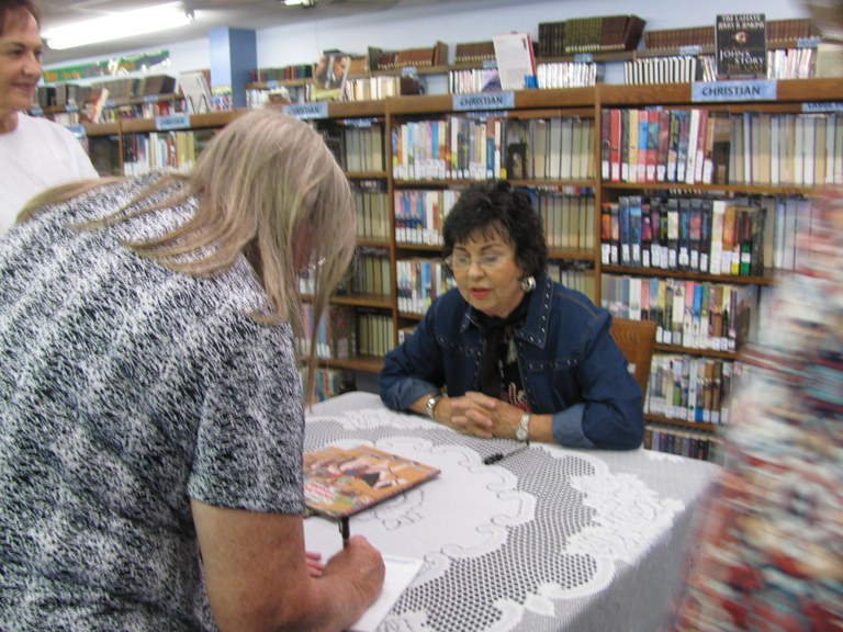 Janis Blackwell signing her book.JPG