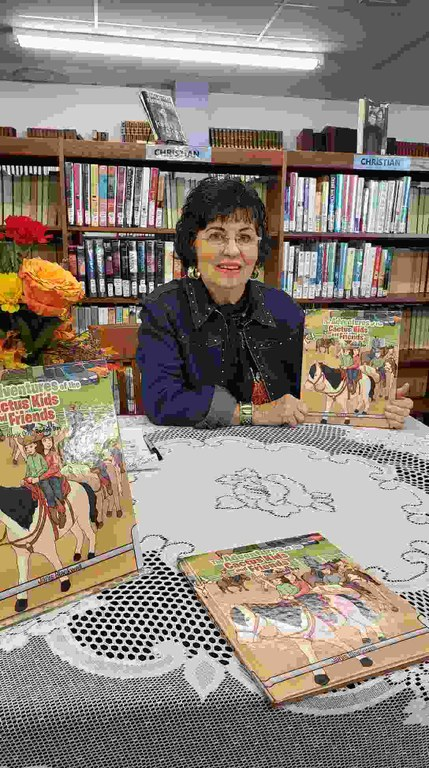 Janis Blackwell with her book.jpg